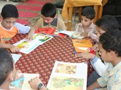 Egyptian boys reading Photo taken by Ben Barber on Wikimedia Commons,