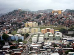 Housing projects and aerial cable car designed by Jorge Mario Jáuregui's firm, Atelier Metropolitano, in the Complexo do Alemão. Photo by Greg Scruggs, CC BY-NC-ND 3.0.