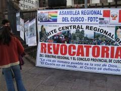 Cartel de una campaña a favor de un proceso de revocatoria