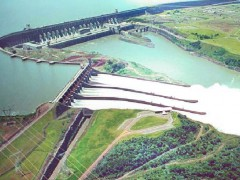 Itaipu Dam. Photo by Angeloleithold on WkimediaCommons. CC BY-SA 3.0