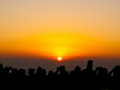 Sunrise for workers on Tiger Hill in the Himalayans (Photo by Anaxoloti, CC BY-NC 2.0)
