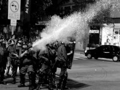 atirando em protestos em São paulo